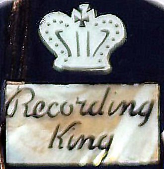 Recording King - Image: Recording King model M 3 by Gibson (1940) headstock logo