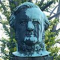 Richard-Wagner-Denkmal Tschaikowskiplatz Graupa Pirna 1.JPG