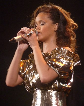 Rihanna accumulated five number-one singles, spending 19 weeks atop the chart. Rihanna a bercy.jpg