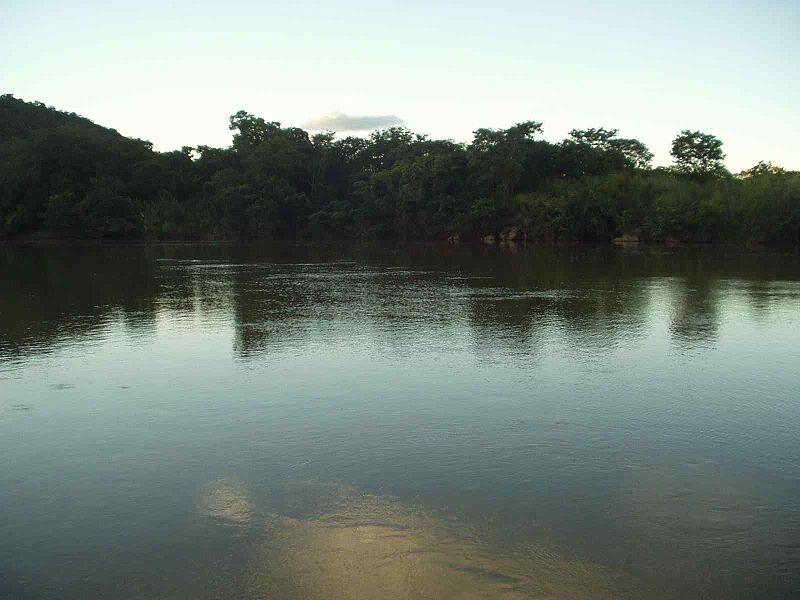Ficheiro:Rio Paranã.jpg