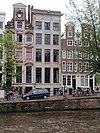 foto van Huis met zandstenen gevel onder gesneden rechte lijst met consoles