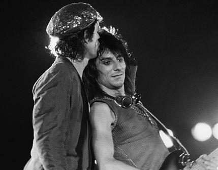 Ron Wood con Mick Jagger nel 1982 a Torino