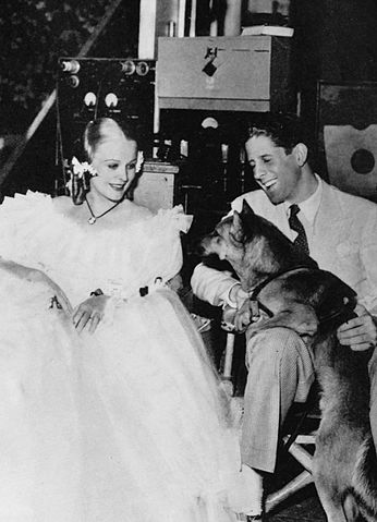 Rudy Vallée with Gloria Stuart and a police dog.jpg
