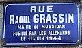Rue Raoul Grassin, plaque, Mussidan.jpg