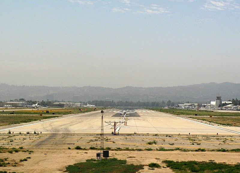 File:Runway 16R, Van Nuys Airport.jpg