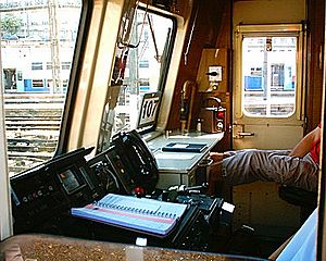 Voiture de banlieue à 2 niveaux - Image: SNCF VB2N 107 interior Paris St Lazare 24 07 04