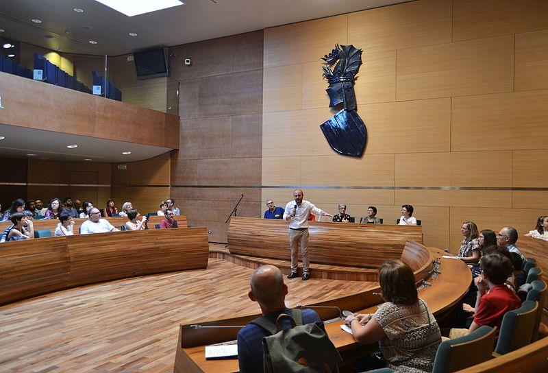 File:Saló de plens de la Diputació, València.jpg