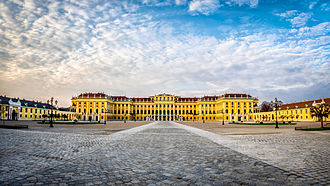 Schönbrunn Palace - Schönbrunn from the main entrance