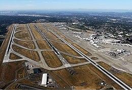 Aéroport de Seattle-Tacoma Breidenstein-1.jpg