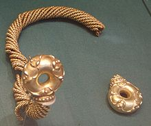 Sedgeford gold torc and terminal.JPG