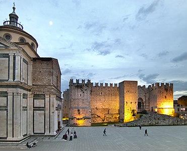 Si fa sera in piazza santa Maria delle Carceri.jpg