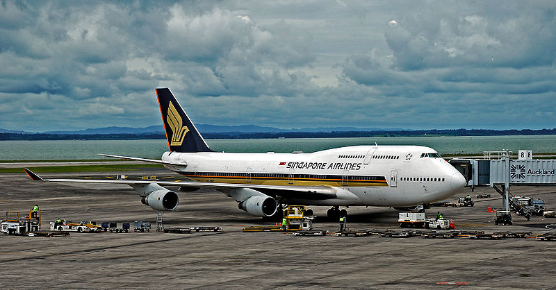 Contact of Singapore Airlines customer service (phone, address)