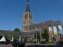 foto via Wikipedia: kerktoren van Leende