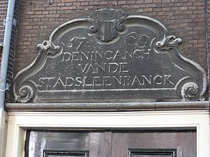 Stadsleenbank Delft - Old gable stone with Delft coat of arms