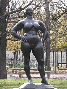 Standing Woman in the Jardin des Tuileries 02