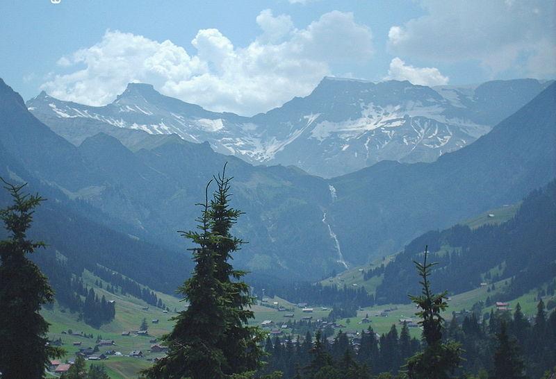 File:Steghorn, Wildstrubel und Engstligenfälle.jpg