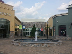 Stones River Mall - West-side entrance