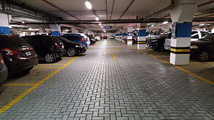Parking lot - A subterranean parking lot of a Brazilian shopping mall, in 2016.