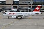 Swiss International Air Lines Airbus A319-112 HB-IPU (29985572993).jpg