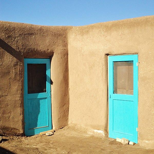 File:Taos Pueblo (15) (15945328296).jpg