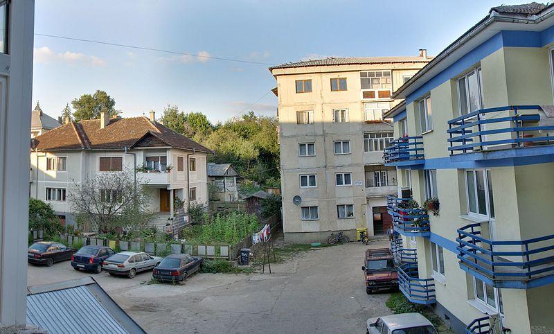 File:Targu Lapus blocks of flat - panoramio.jpg