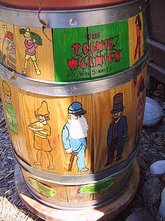 The Teenie Weenies - Image: Teenie Weenie Barrel 1
