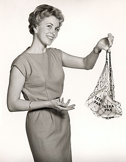 Tetra Pak housewife with shopping net, 1950s.jpg