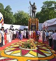 Граждане почтили память д-ра Бабасахеба Амбедкара по случаю его 125-летия в Доме парламента в Нью-Дели 14 апреля 2016 г.