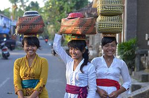 Balinese people - Balinese girls wearing kebaya