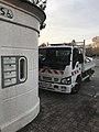Toilettes publiques et camionnette municipale (Saint-Maurice-de-Beynost).JPG