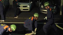 ファイル:TokyoMetropolitanFireDepartment-FireHoseDrill.ogv