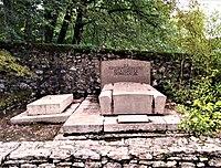 Tombe de Paul Claudel à Brangues.jpg