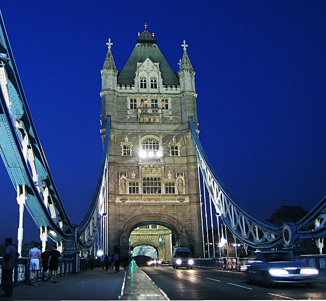 Fitxer:Tower-bridge-south-view.jpg