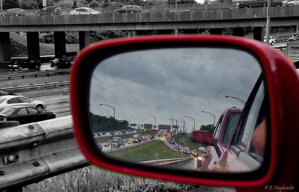 Specchio retrovisore wikipedia - Lo specchio retrovisore centrale ...