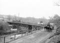 Train der Kavallerie passiert Brücke bei Neue Welt - CH-BAR - 3237791.tif