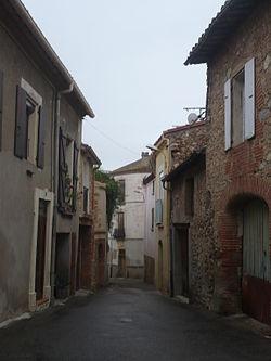 Tresserre - Rue de l'église.JPG