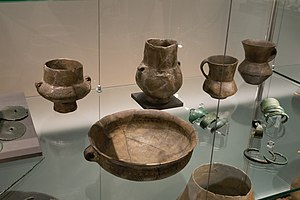 Tumulus culture pottery, Museum of Western Bohemia, 187802.jpg