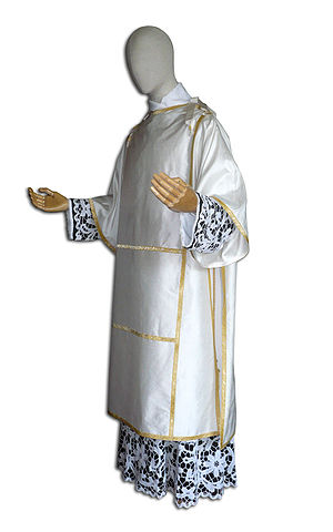 Pontifical vestments - Pontifical tunic.