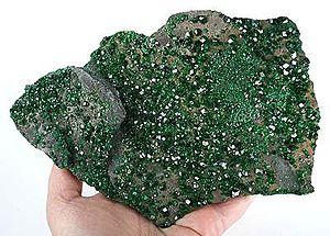 Druse (geology) - Image: Uvarovite tuc 09103f