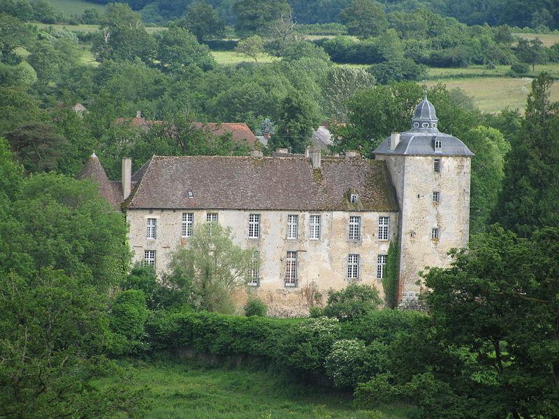 Château de Vésigneux, à Saint-Martin-du-Puy, Nièvre, France.