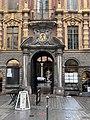 Vieille Bourse de Lille en octobre 2020 - une des entrées Rue des Manneliers (Lille).jpg