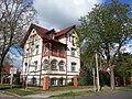 Villa am Wilhelmplatz in Berlin-Wilhelmshagen.jpg