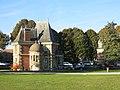 Villa de l'entrée nord du parc de Rentilly.jpg