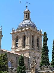 Vista de la Torre de la Catedral de Ciudad Rodrigo desde la plaza de Amayuelas 02.jpg