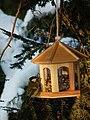 Vogelfutterhäuschen mit Kohlmeise.JPG