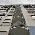 Voorgevel, overzicht balkonnen, van onderaf gezien - Amsterdam - 20357064 - RCE.jpg