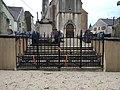 Vriange - Portail cimetière.jpg
