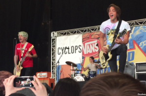 Waterparks (band) - Image: WATERPARKS performing at Warped Tour in Hartford, CT in 2016 DZUBAY