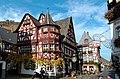 """Weinhaus """"Altes Haus"""", Bacharach (erbaut 1368).jpg"""