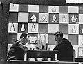 Wereldkampioenschap schaken Moskou, rechts Smyslow, links Botvinnik (ook bekend , Bestanddeelnr 908-5117.jpg